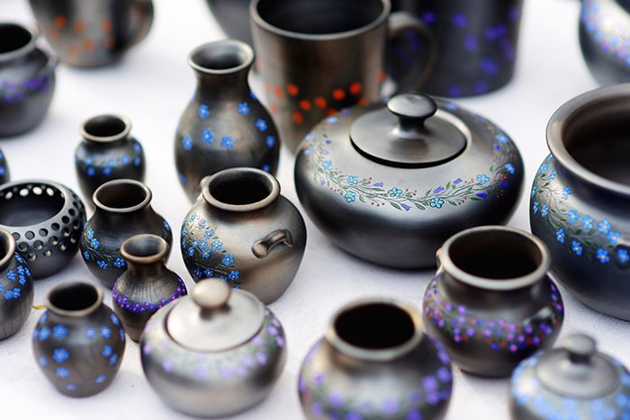 Black pottery and craft at fair in Embu das Artes, a São Paulo day trip
