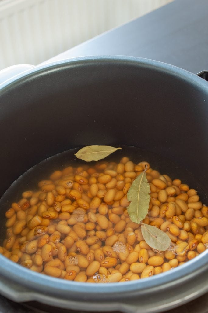 How to cook beans on a pressure cooker
