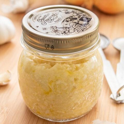 Easy Brazilian sofrito in a mason jar