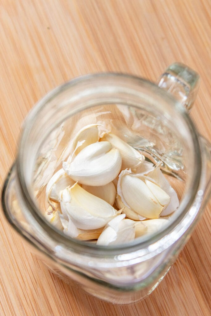 Garlic for sofrito recipe