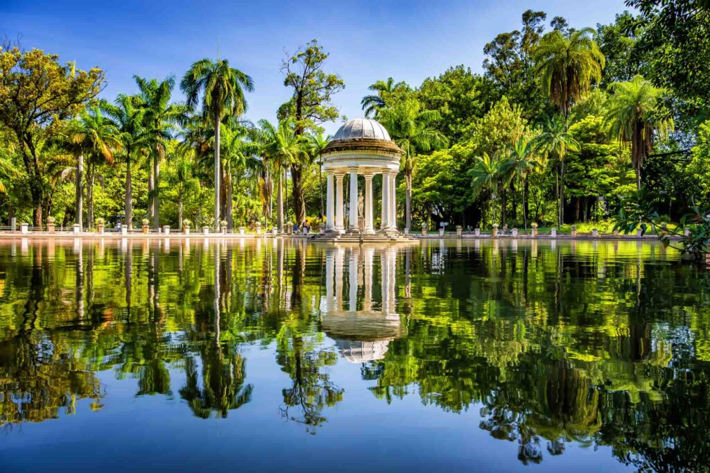 Taking a walk in the Municipal Park is one of the fun things to do in Belo Horizonte, Brazil